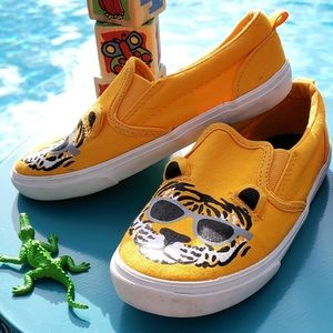Old Navy -Tiger Themed Shoes (Size: 10